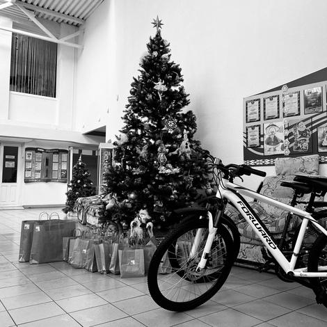 Новый год: поздравление с подарками